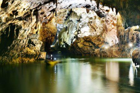 Tuyệt vời khám phá hang động ở Quảng Bình