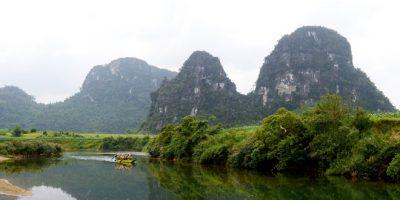 100 du khách thi chèo thuyền, chạy bộ xuyên hang động ở Quảng Bình