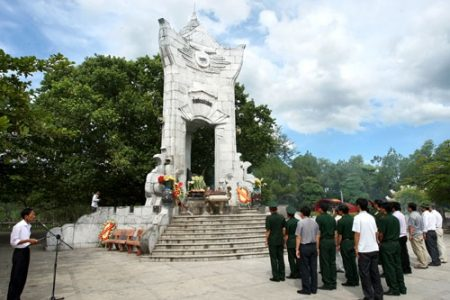 Tour Quảng Bình – Quảng Trị 4 ngày 3 đêm: Du lịch về nguồn
