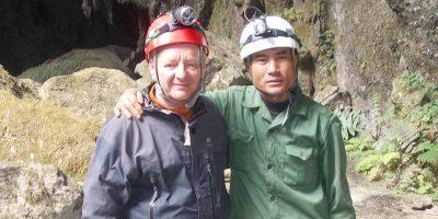 Lạc trong làn mây trắng phát hiện hang động lớn nhất thế giới
