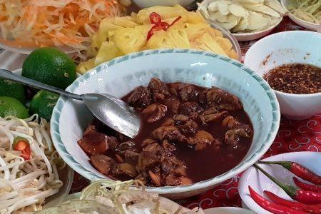 """Điều khiến vạn người mê món """"tiết canh sò huyết"""" có một không hai ở Quảng Bình"""